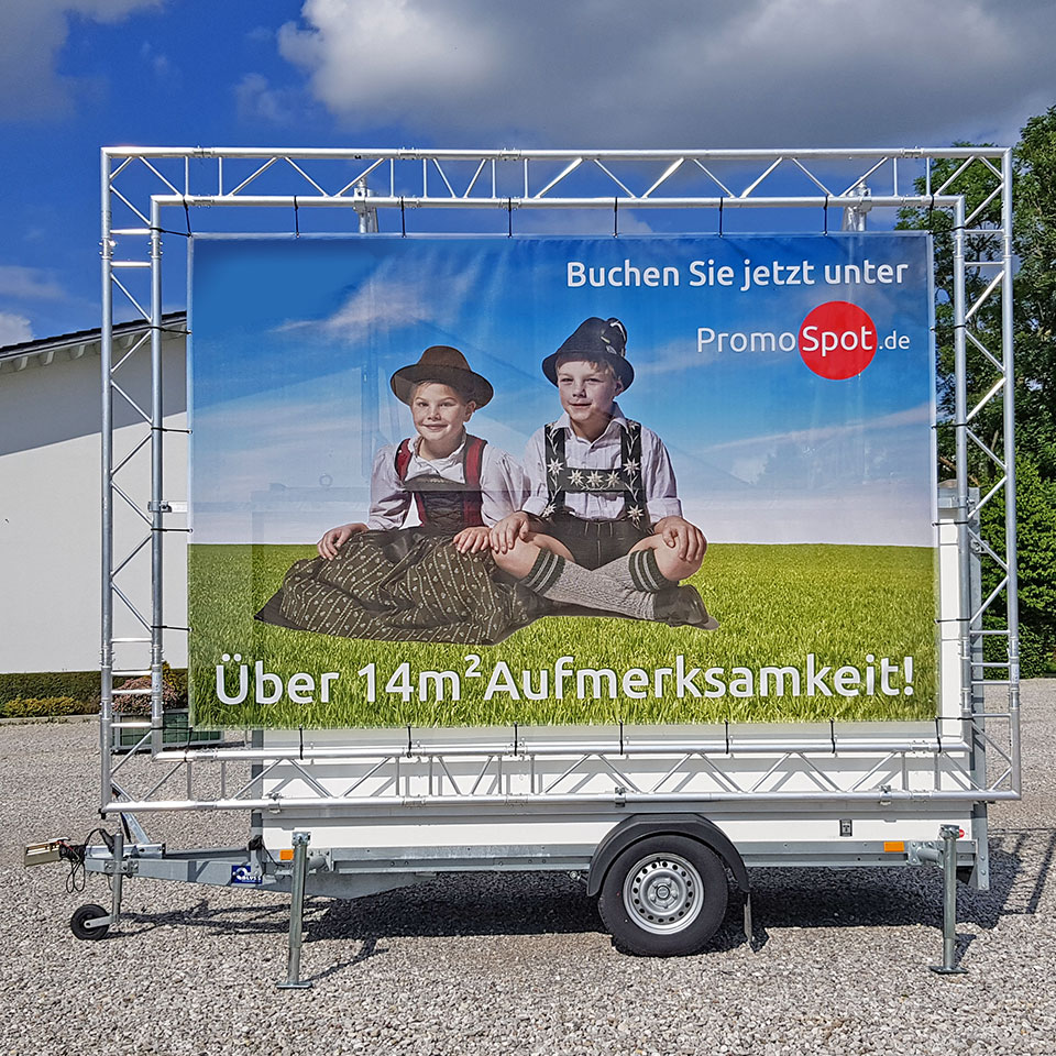 Promotionanhaenger mit Spanntransparent in Traversenrahmen